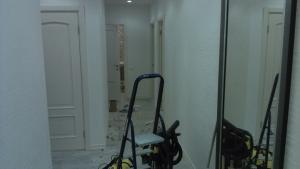 Уборка квартиры после ремонта от Clean House, корридор до уборки