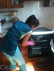 Генеральная уборка, мытье варочной панели от специалистов клининговой компании Clean House
