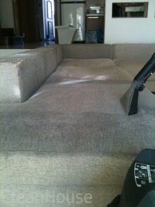 Химчистка дивана на дому от клининговой компании Clean House