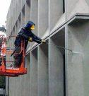 Мытье фасада высотного здания. CleanHouse