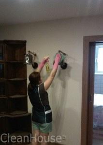 Профессиональное удаление пыли после ремонта сотрудниками клининг-центра CleanHouse