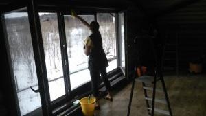 Уборка дома после ремонта. Мытье окон специалистами клининговой компании CleanHouse