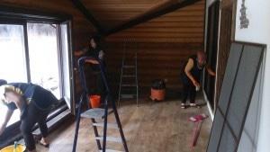 Уборка дома после ремонта, мытье оконот специалистов компании Clean House.