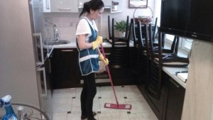 Домработница, мытье полов от компании CleanHouse