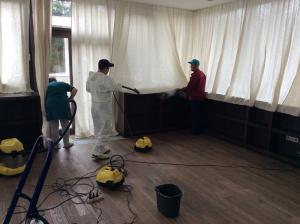 Уборка коттеджа после ремонта, удаление пыли от специалистов клининговой компании Clean House