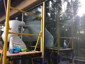 Уборка коттеджа после ремонта, мытье остекления от специалистов компании Clean House