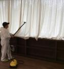 Уборка коттеджей после ремонта, обеспыливание поверхностей от специалистов клининговой компании Clean House
