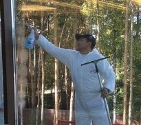 Как удалить клей со стекла. Расскажет клининговая компания CleanHouse