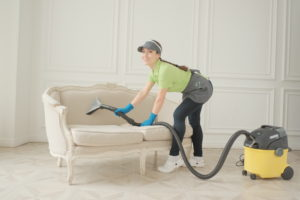 Химчиска дивана от компании Clean House