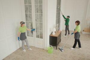 Уборка загородного дома, коттеджа - обеспыливание стен, мытье люстр, от клининговой компании Clean House