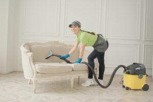 Химчистка мягкой мебели и ковров со скидкой 40% - при заказе генеральной уборки от клининговой компании Clean House